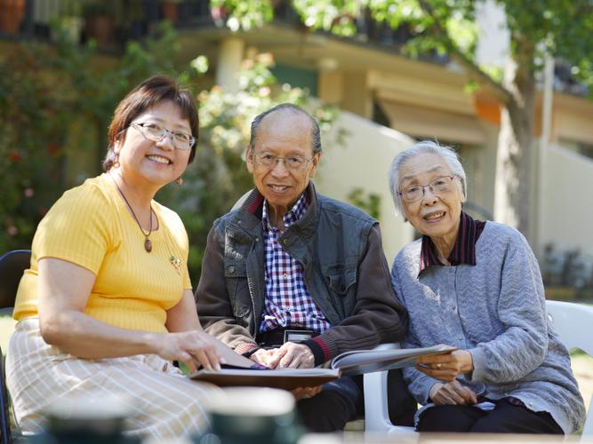 Villa Maria Catholic Homes Case Manager and translator Amy Yuen with Yin Chen and his wife [Source: VMCH]
