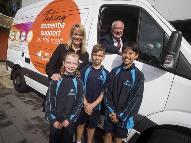 Community Vision COO, Yvonne Timson, and Minister for Seniors and Ageing, Mick Murray MLA, with Roseworth Primary School students, Akira, Shaun and Nathan. [Source: Community Vision]